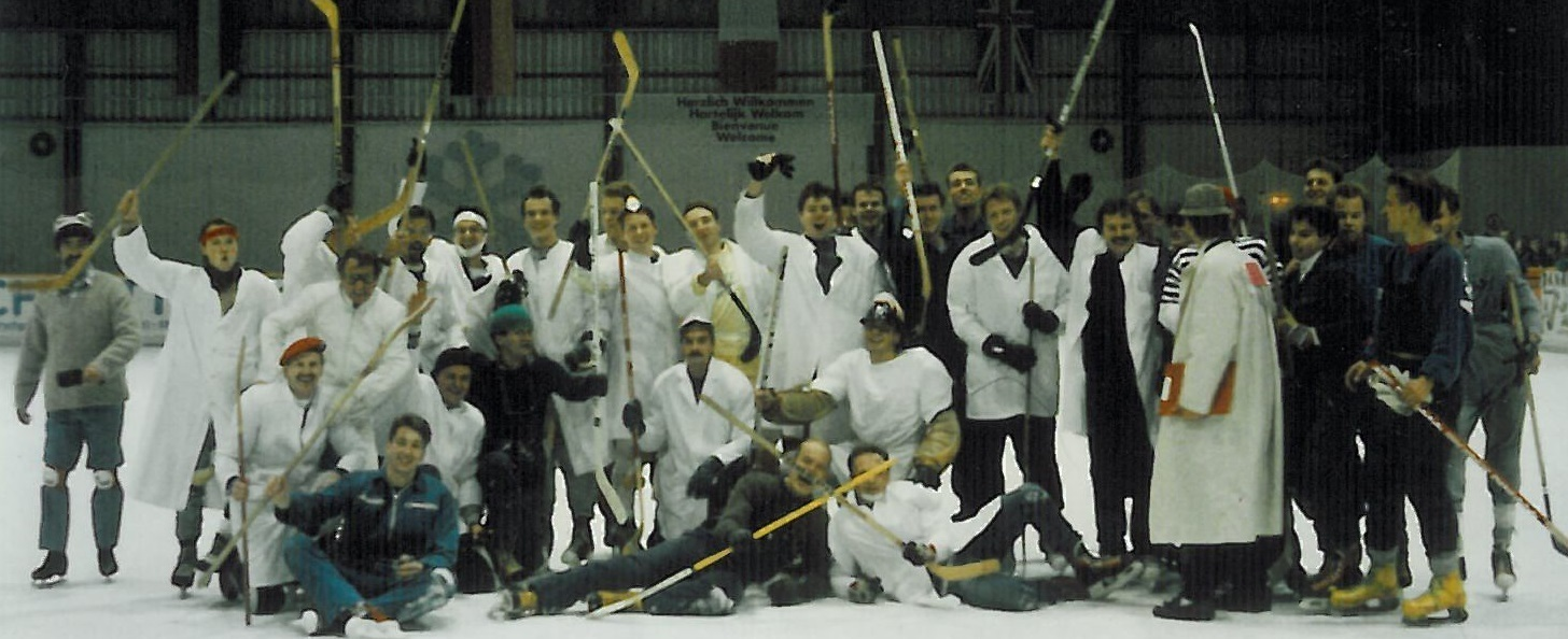 Hockey team posing for a photo on the ice
