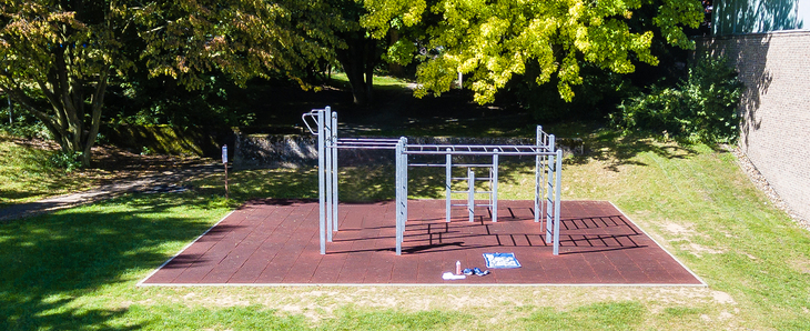 Outdoor fitness facility