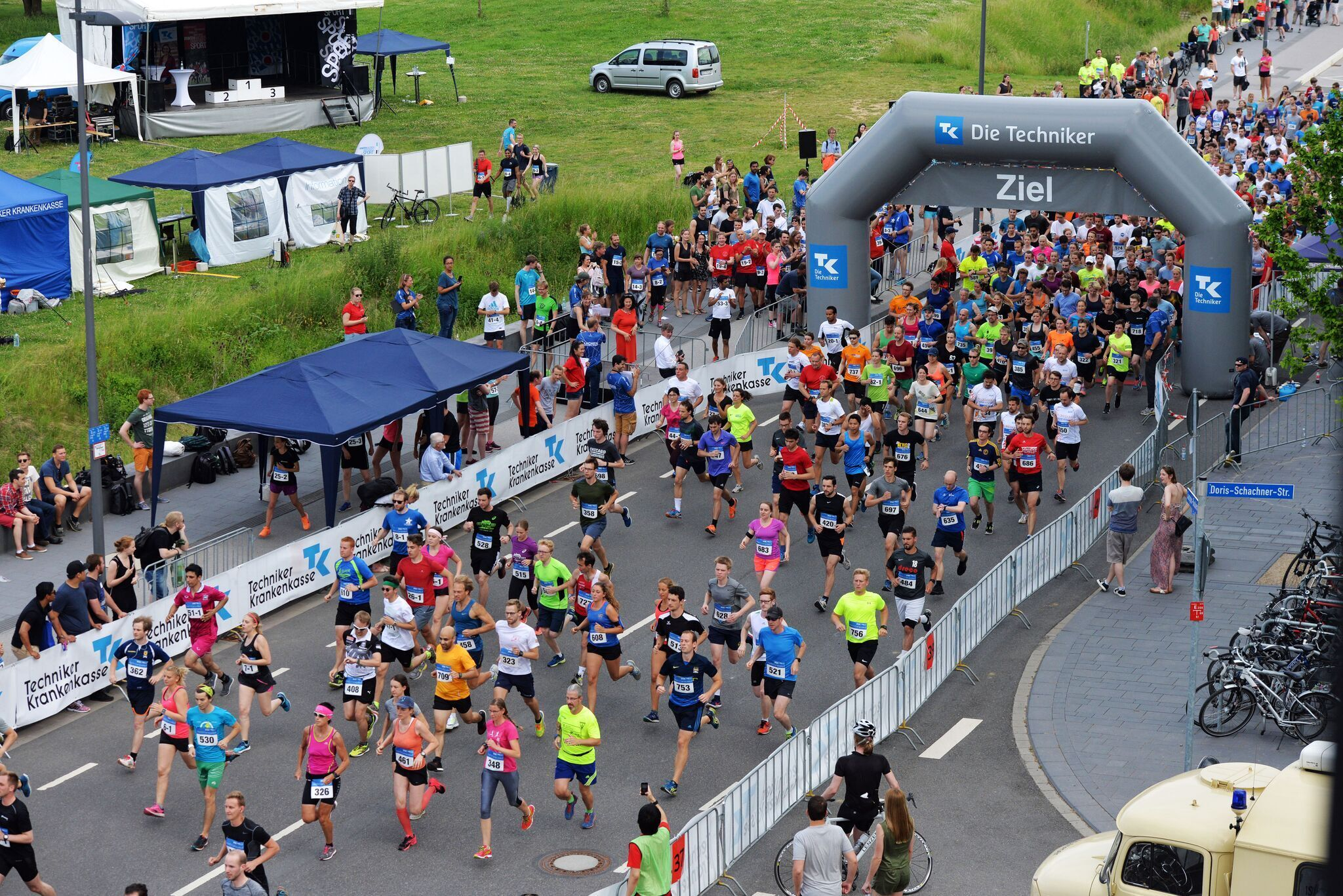 runners in finish area