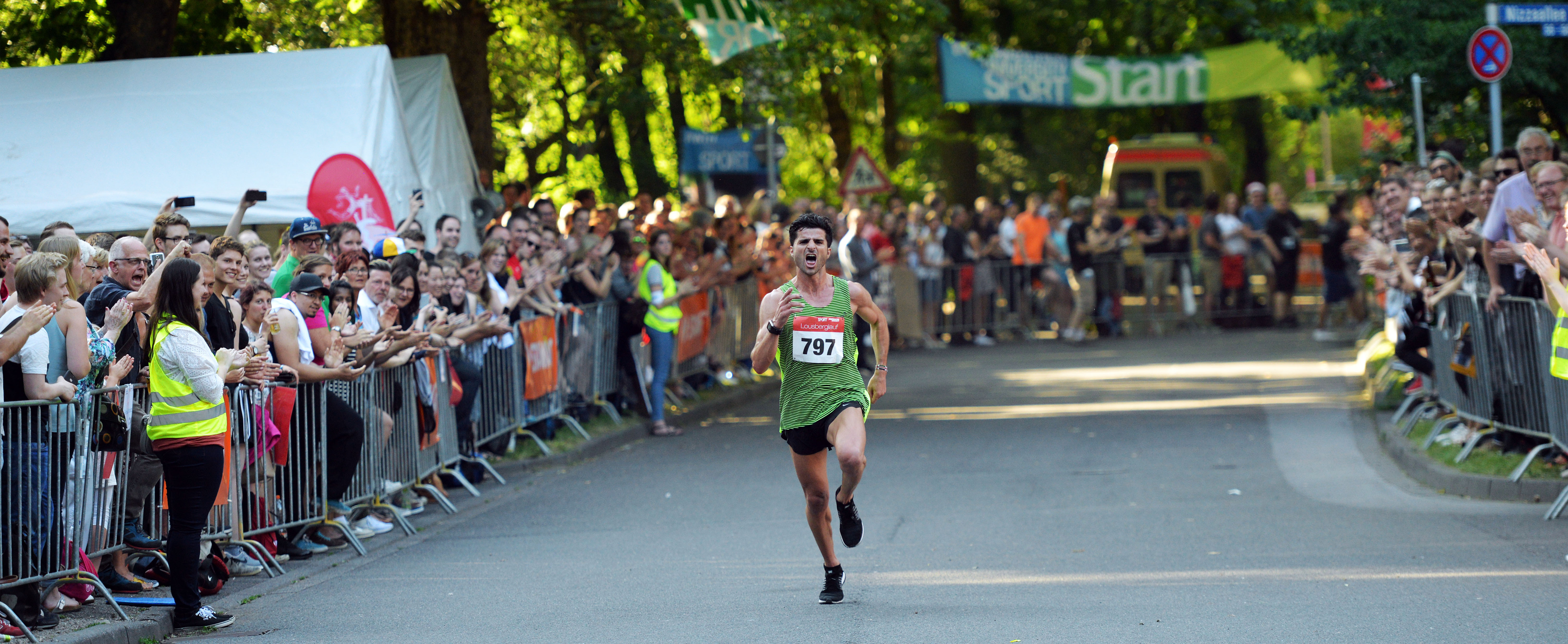 Winner Moussa Hudrog while reaching the finish line