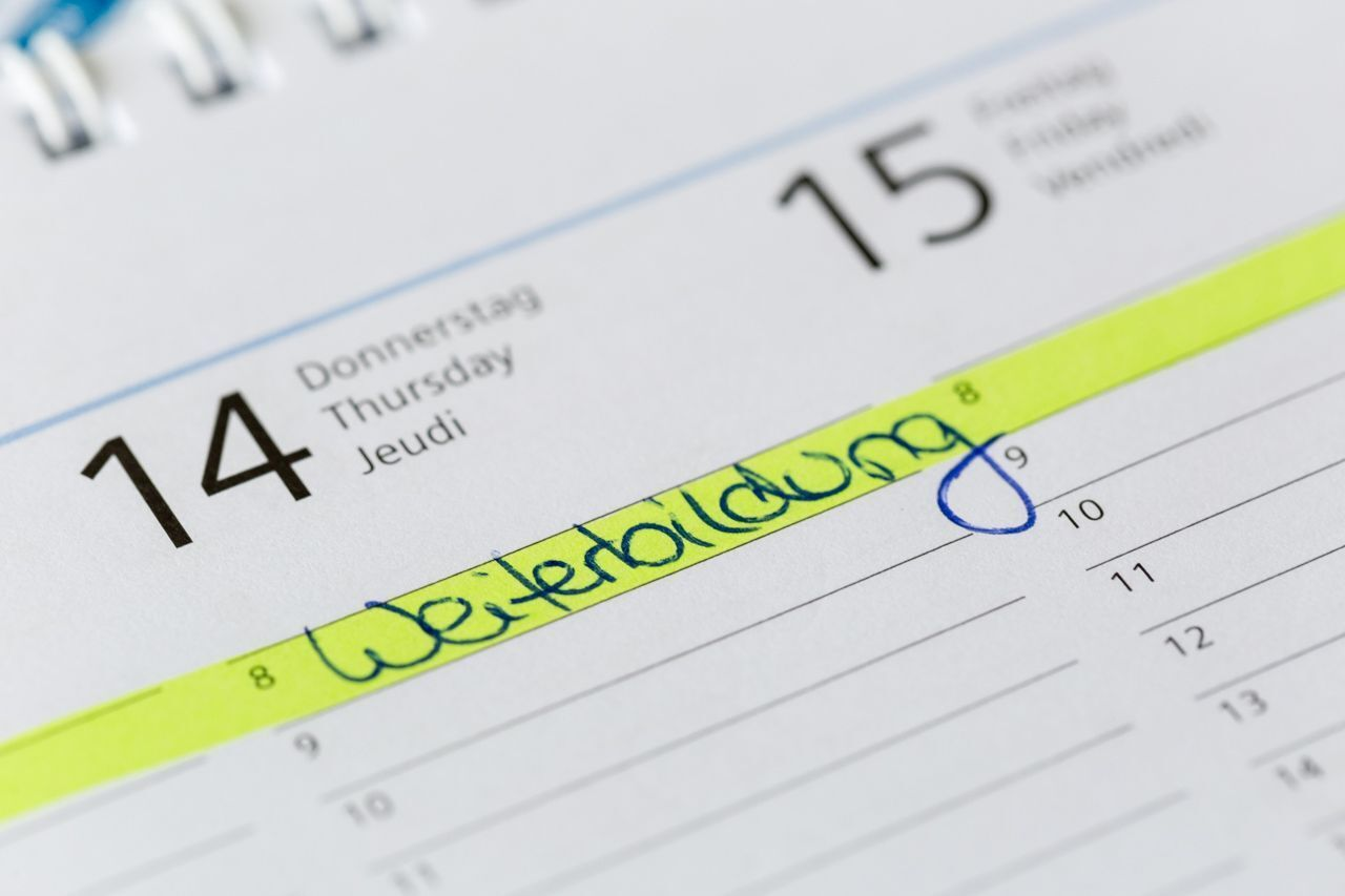 "The word ""Weiterbildung"" written on a calendar"